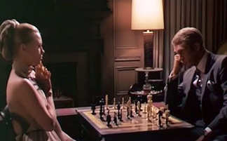 Dunaway-and-McQueen-chess-2m0z89h